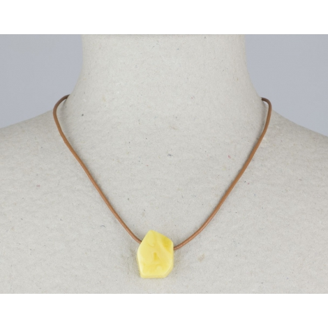 Pendentif en ambre naturel (cordon cuir)
